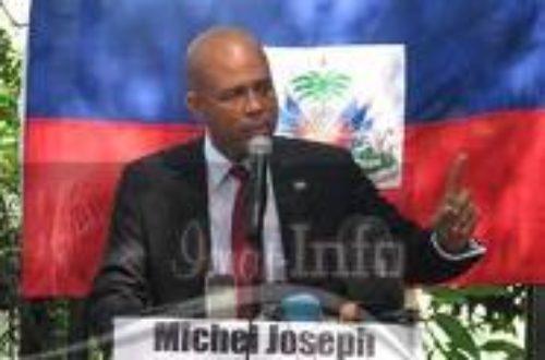 Article : Haiti Election: un musicien portant le costume d'un politicien!