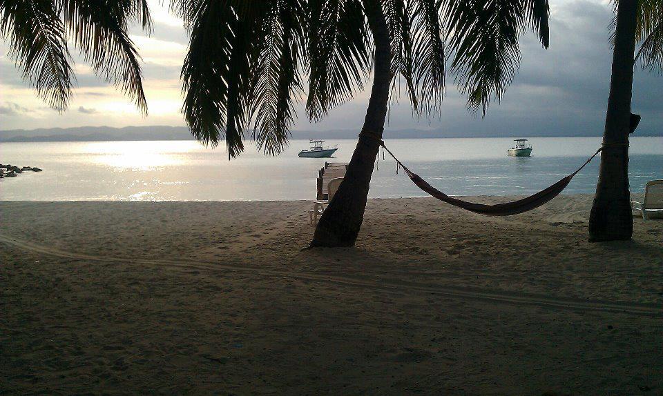 la plage d'abaka Bayvia sa page facebook.