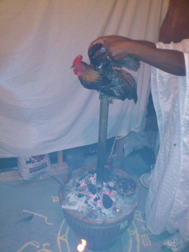 cérémonie du vodou haitien. via l'église vaudou d'haïti.